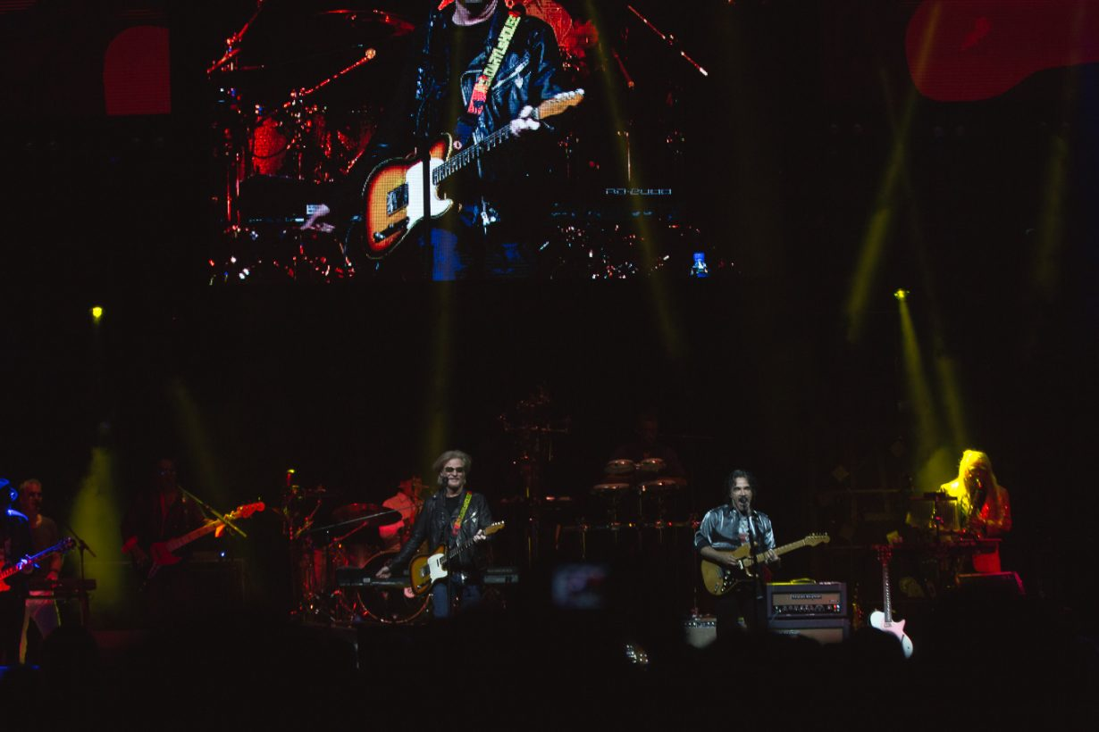 HallandOates AllstateArena JFRANK 3 1230x820 Review: Hall and Oates and Tears for Fears leave Chicago with an unforgettable throwback night