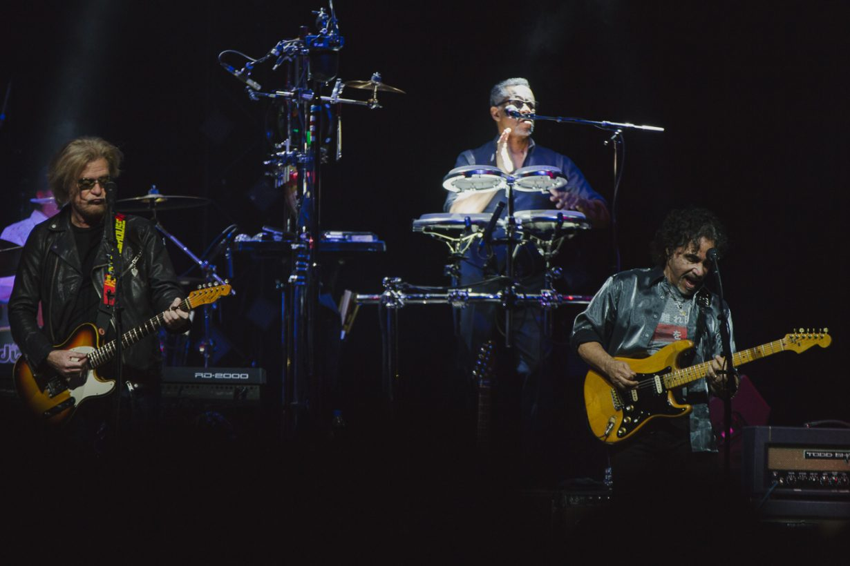 HallandOates AllstateArena JFRANK 4 1230x820 Review: Hall and Oates and Tears for Fears leave Chicago with an unforgettable throwback night