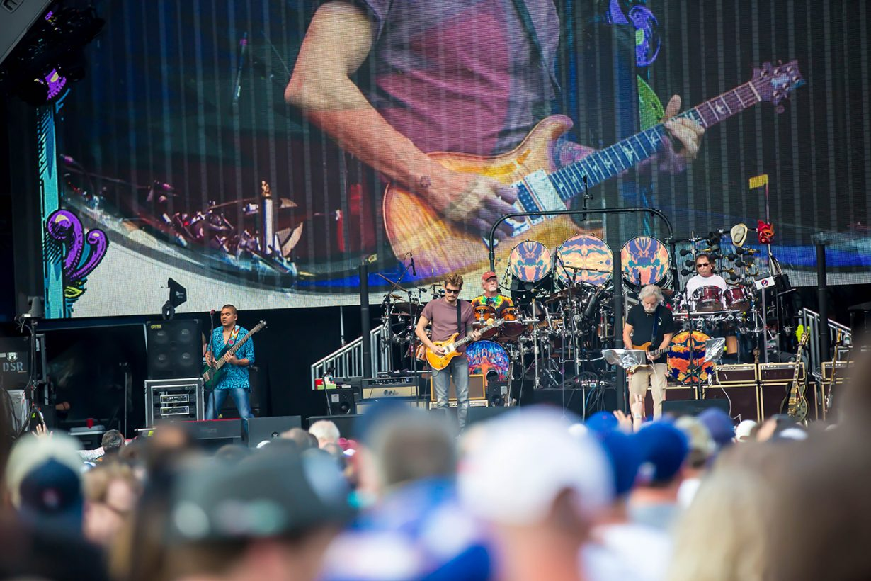 4I0A0689 1230x820 Dead and Company close out their Summer tour at Wrigley Field