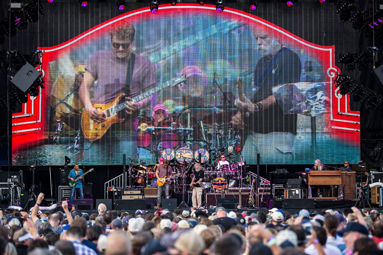 4I0A1002 1230x820 Dead and Company close out their Summer tour at Wrigley Field