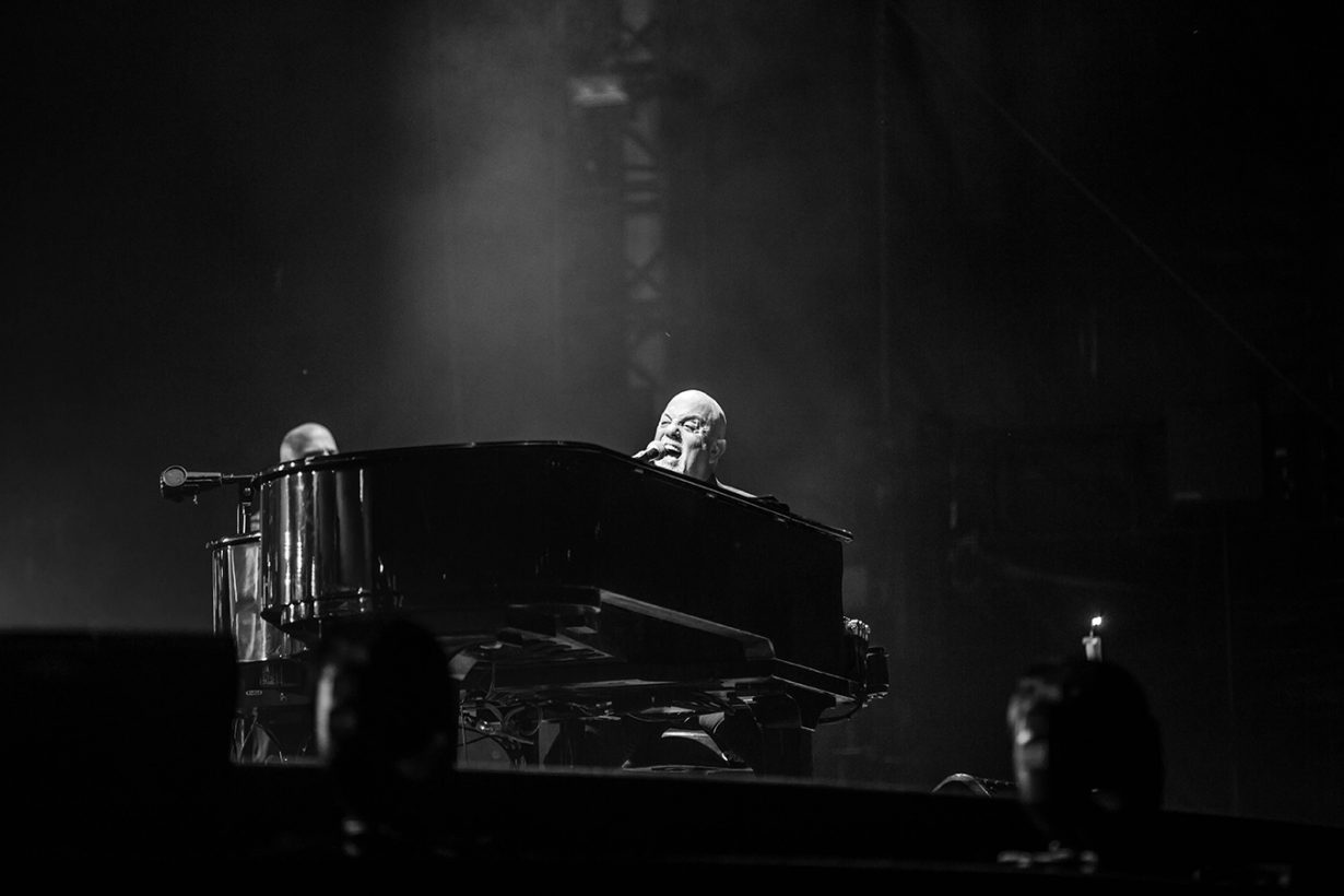 4I0A4777 1230x820 Billy Joel Returns to Wrigley With a Night Packed Full of Hits