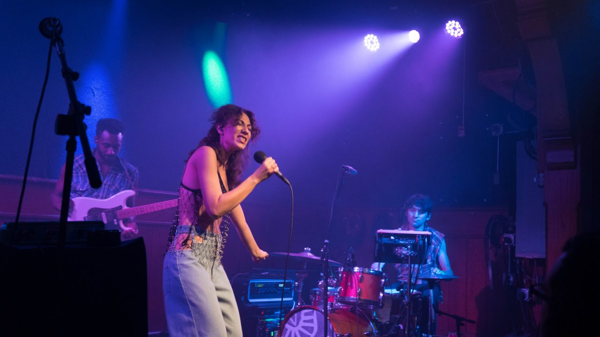 20170930 DSC01552 1230x692 Tei Shi Hits All the High Notes on Her First Headlining Show in Chicago