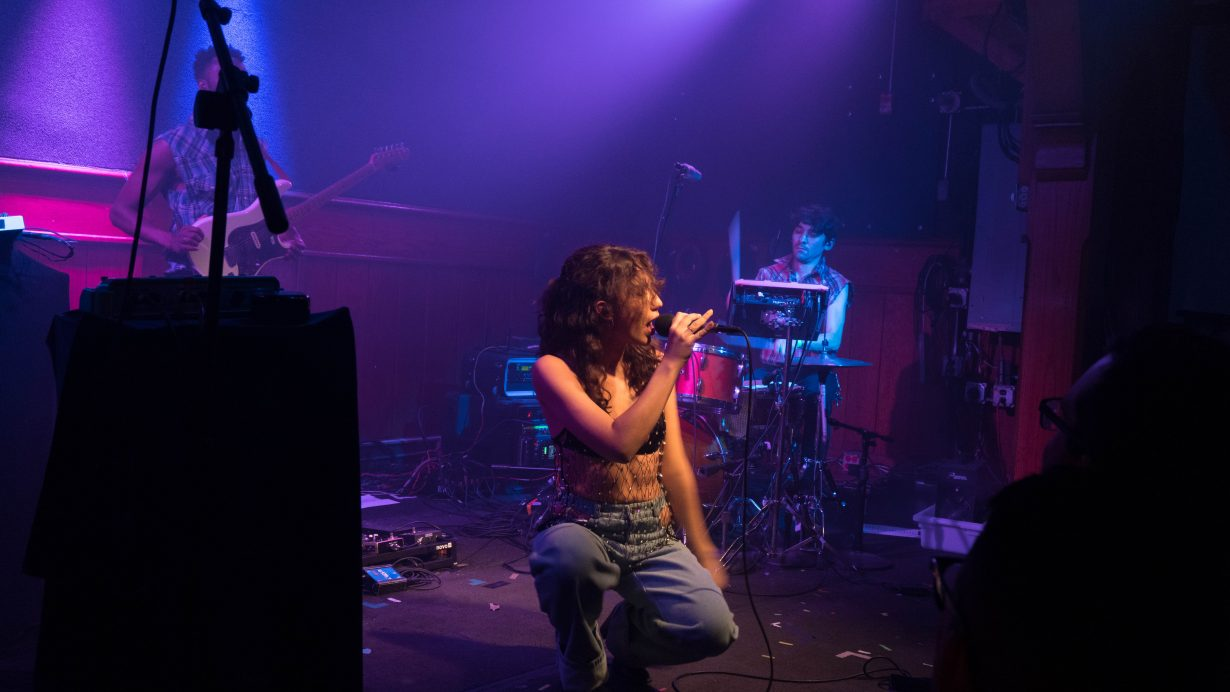 20170930 DSC01554 1230x692 Tei Shi Hits All the High Notes on Her First Headlining Show in Chicago