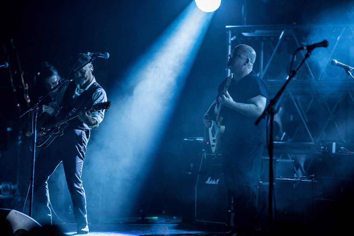 4I0A3896 1230x820 The Pixies sell out the Chicago Theatre and Wow fans with a stellar show