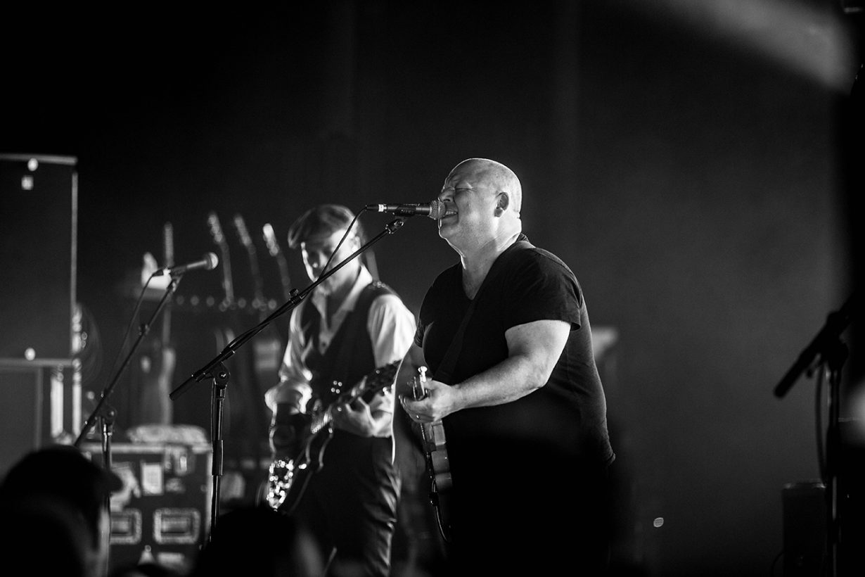 4I0A3929 1230x820 The Pixies sell out the Chicago Theatre and Wow fans with a stellar show
