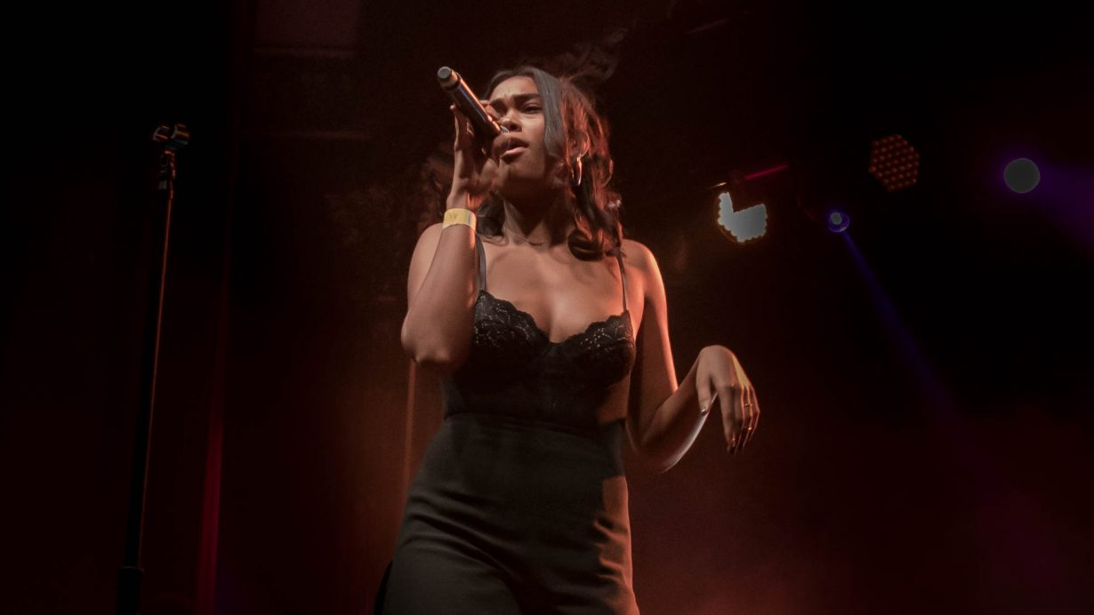 Amber Mark. Red Bull Sound Select 2017 Chicago Il. Photo by Kevin Baker 11 1230x692 Photos: Chicago Music Photo Gallery of 2017 Take a Look Through Our Lens