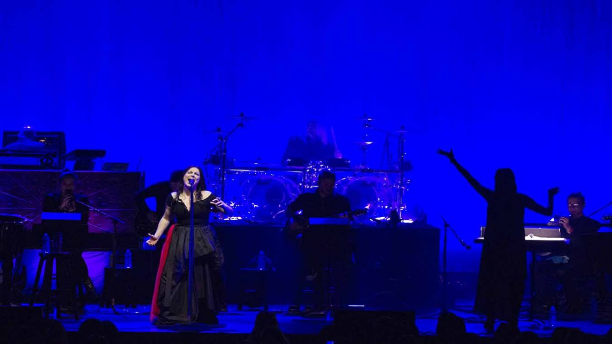 Image 2 1230x692 Evanescence Synthesis Tour Live at The Chicago Theater