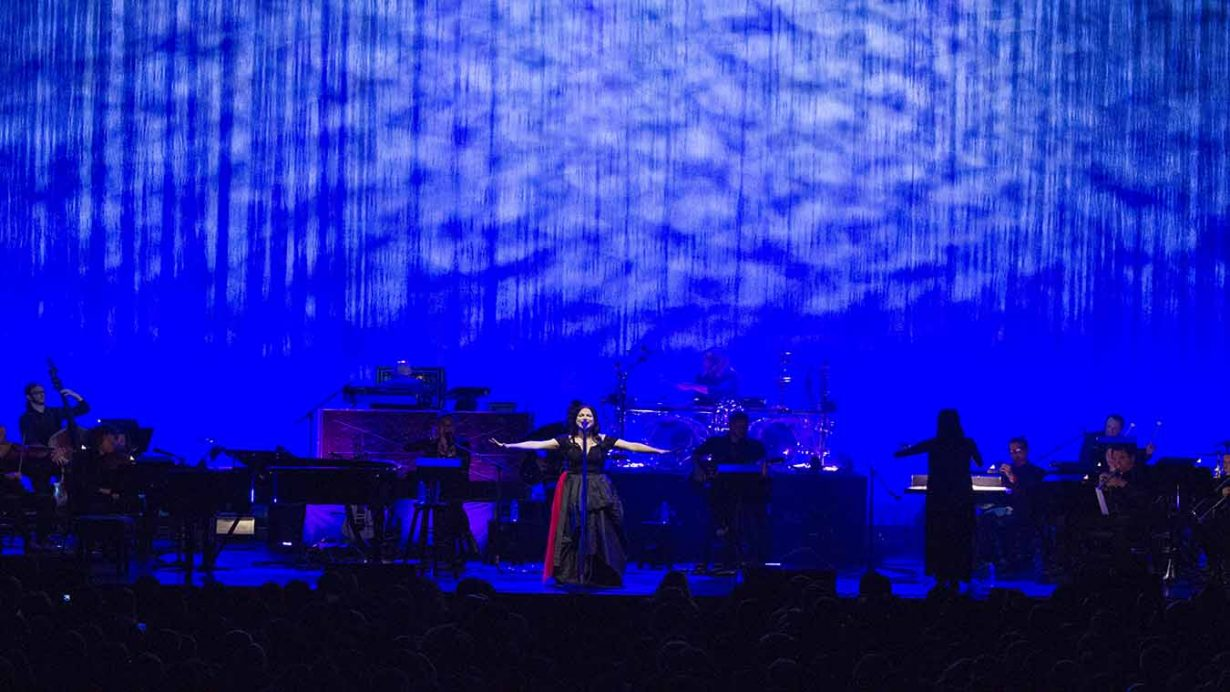 Image 3 1230x692 Evanescence Synthesis Tour Live at The Chicago Theater