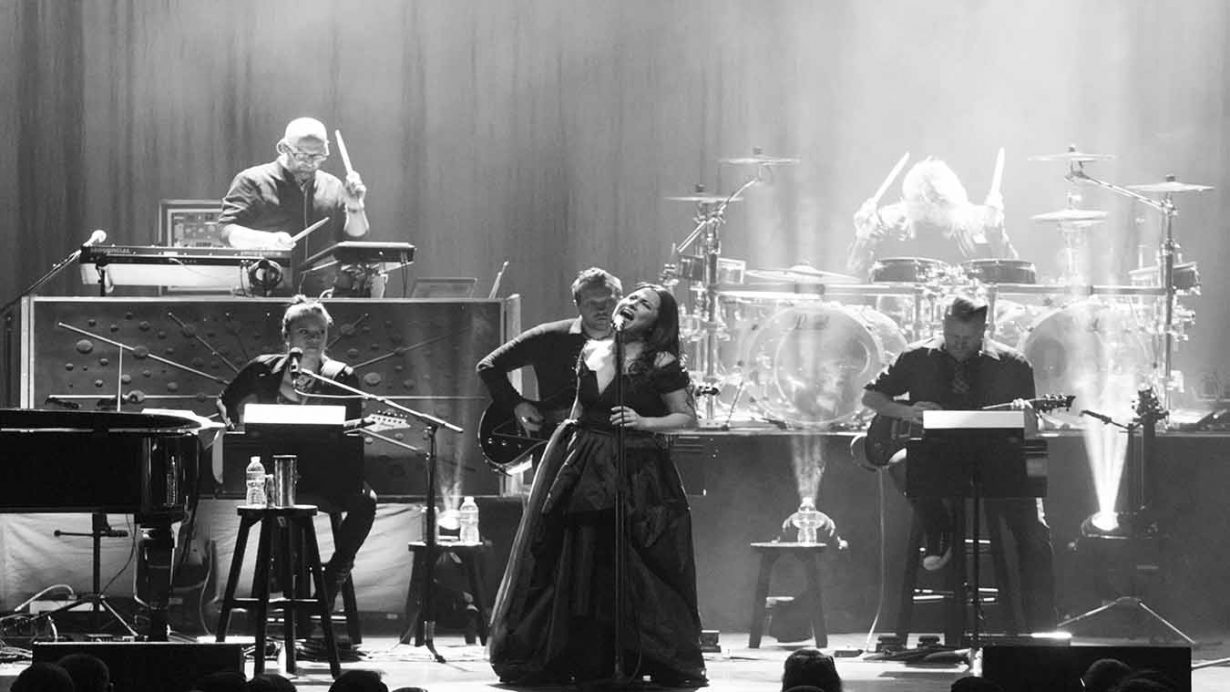 Image 6 1230x692 Evanescence Synthesis Tour Live at The Chicago Theater