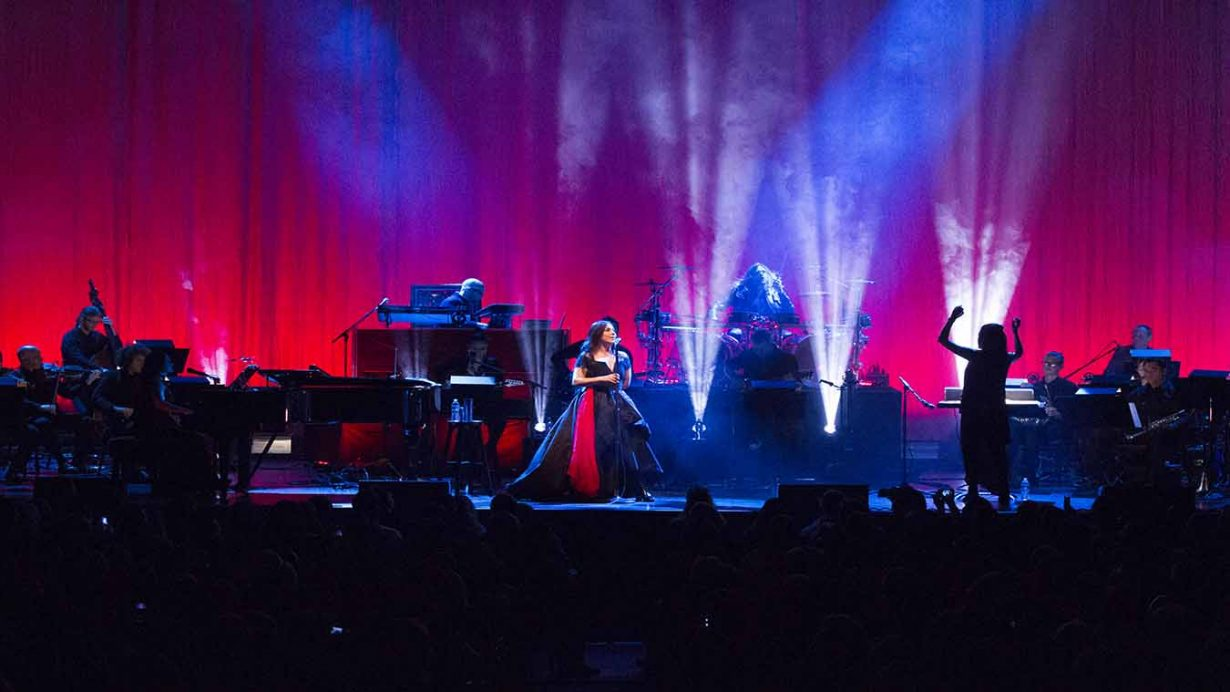 Image 8 1230x692 Evanescence Synthesis Tour Live at The Chicago Theater
