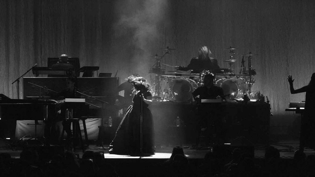 Image1 1024x576 Evanescence Synthesis Tour Live at The Chicago Theater