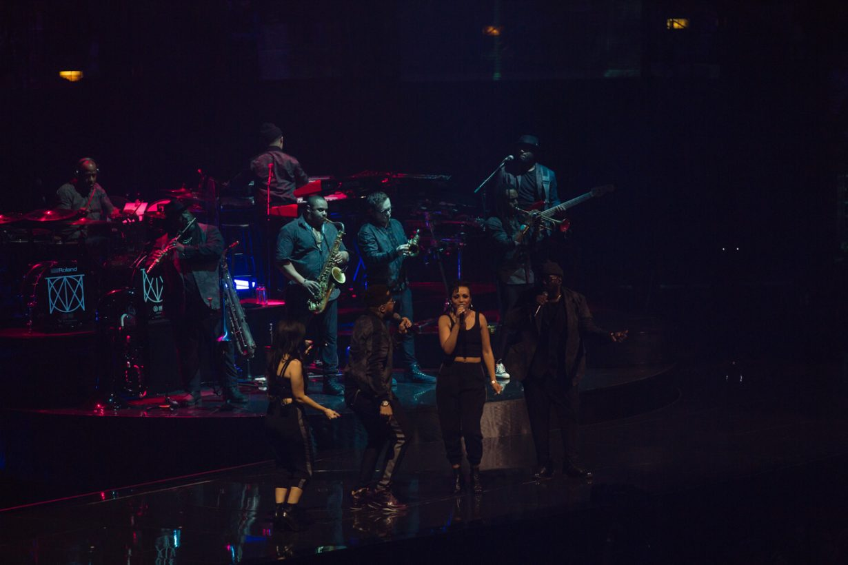UnitedCenter JustinTimberlake JFrank 11 1230x820 Justin Timberlakes Man of the Woods Tour set Chicago on Fire with the Tennessee Kids