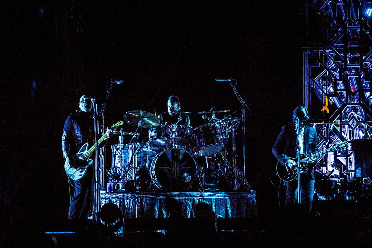 IMG 7631 1230x820 Smashing Pumpkins pack the United Center for their hometown shows